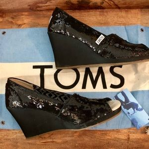Almost NEW Sequin 🖤 Toms Wedges in Classic Black